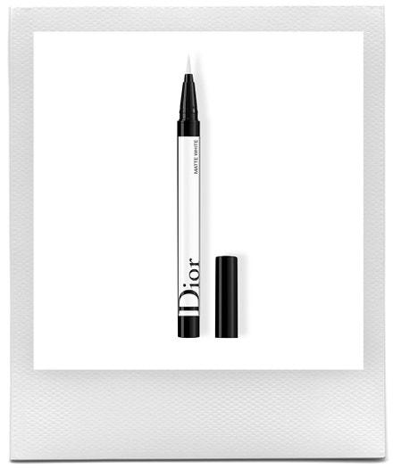 Tužka na oči Diorshow On Stage Liner v odstínu Matte White, Dior, prodává Sephora, 990 Kč