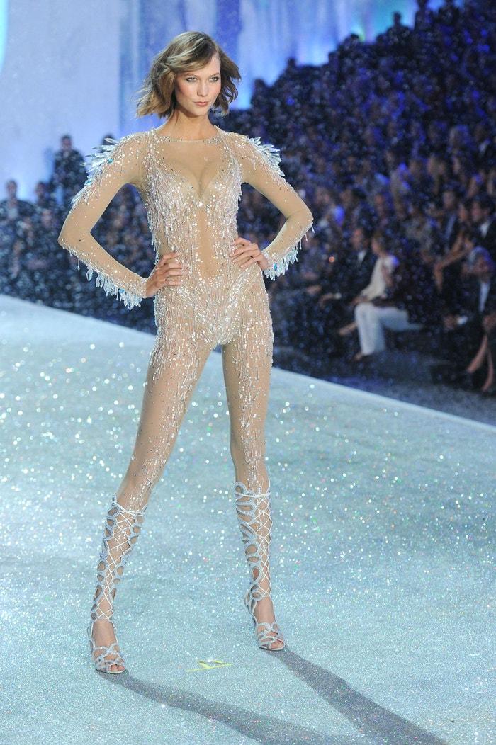 Karlie Kloss  na přehlídce Victoria's Secret Fashion Show v New Yorku. Rok 2013 Autor: Getty Images