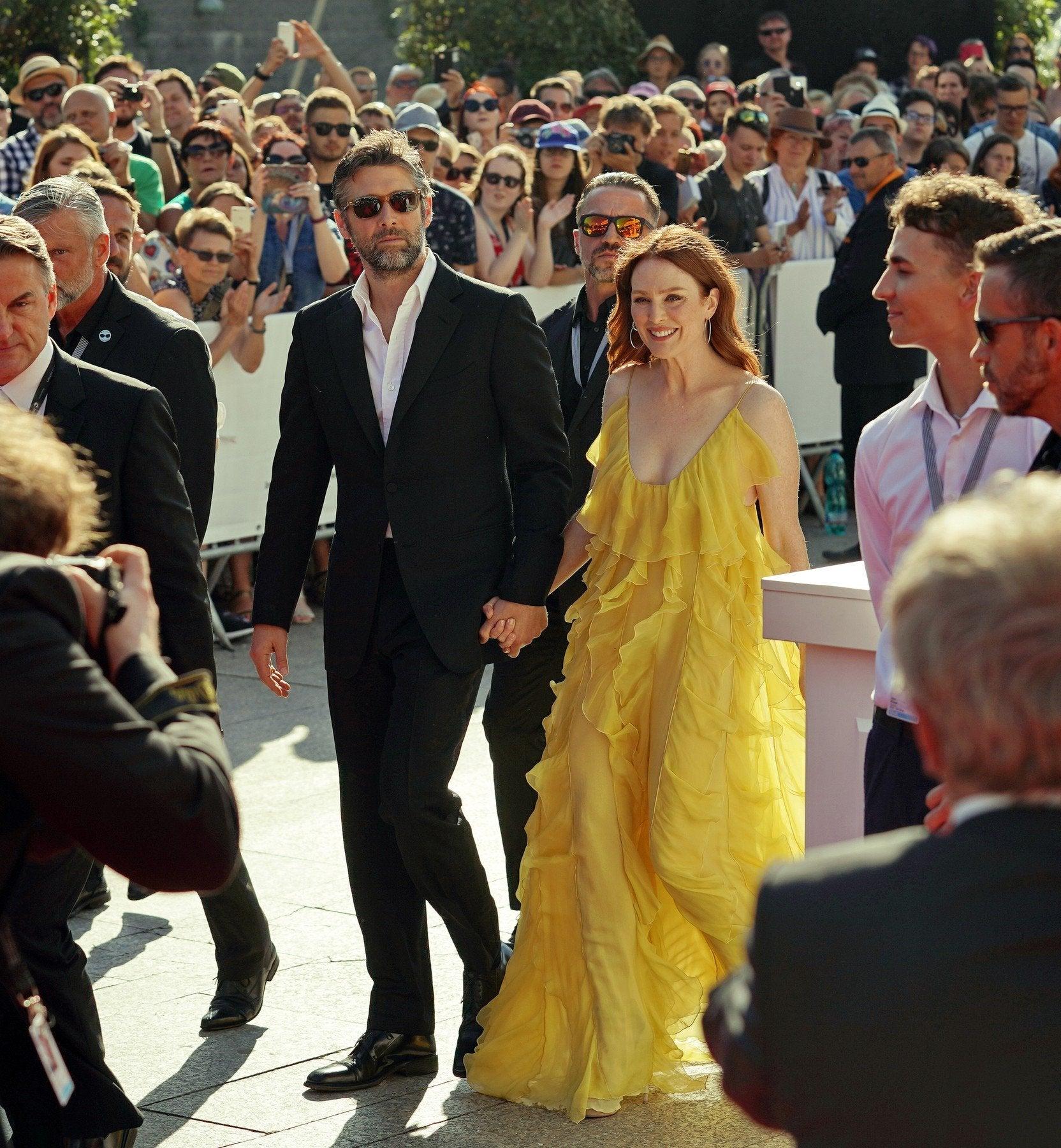 Bart Freundlich a Julianne Moore v šatech Valentino na MFF Karlovy Vary Autor: Profimedia