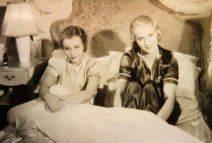 Adina Mandlová a Eva Gérová ve filmu Bílá vrána (1938)