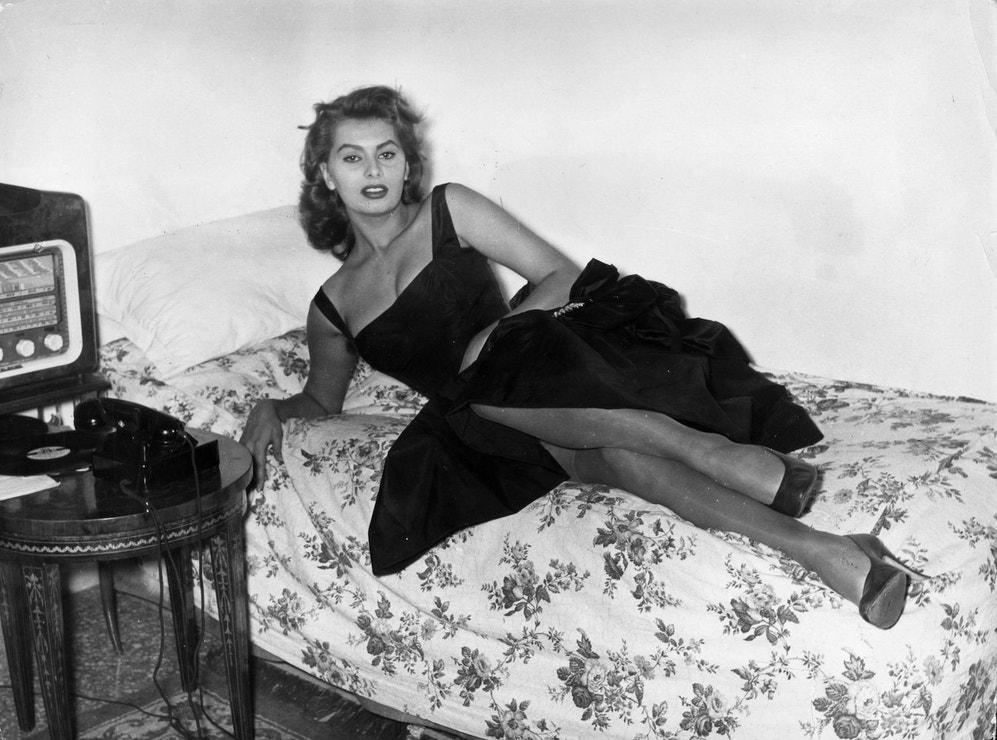 Sophia Loren ve svém římském bytě, 1957