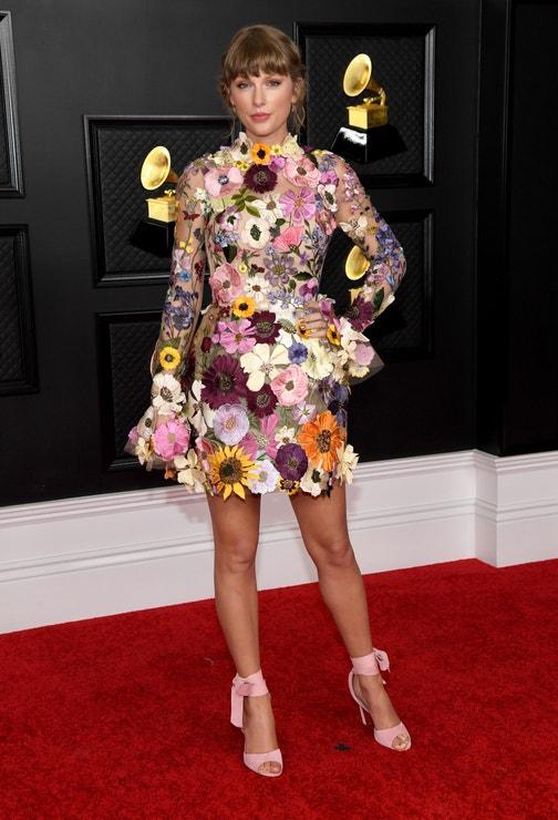 Taylor Swift v Oscar de la Renta, Grammy Awards 2021,