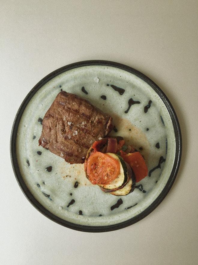 Hovězí steak s ratatouille