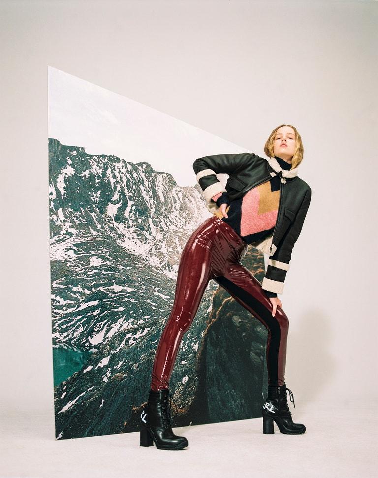 Rolák, Victoria Beckham, prodává Zalando, 10 680 Kč. Bunda, Victoria Beckham, prodává Zalando, 57 280 Kč. Legíny, Karl Lagerfeld, prodává Zalando, 4 540 Kč. Boty, Karl Lagerfeld, prodává Zalando, 5 400 Kč.