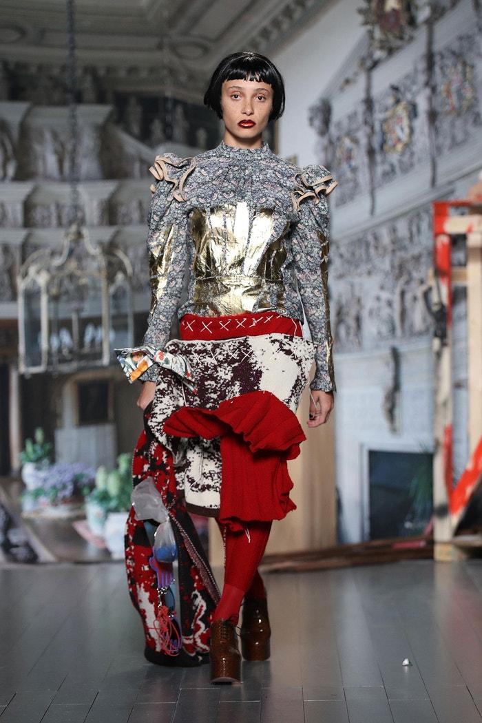 Modelka Adwoa Aboah na přehlídce Matty Bovan, London Fashion Week, únor 2019 Autor: Mike Marsland/WireImage/Getty Images