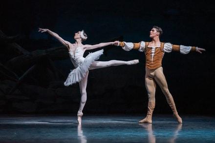 První sólistka Baletu ND Alina Nanu a hostující první sólista Baletu ND Daniel Camargo