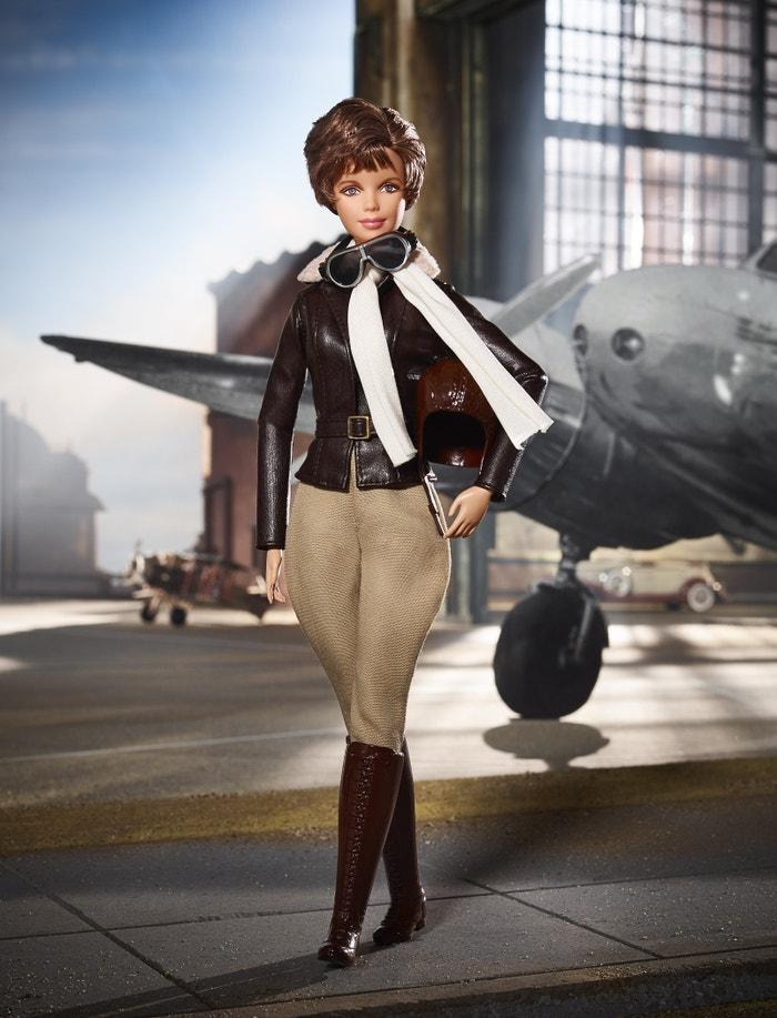 Barbie jako Amelia Earhart