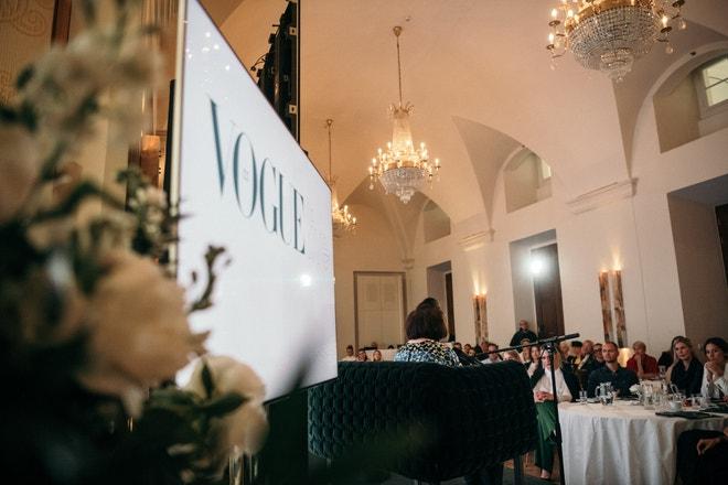 Jedinečná Suzy Menkes, Editor Vogue International, zanalyzovala současný globální trh.