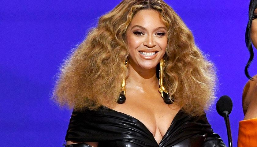 Grammy ovládly ženy, rekord pokořily Beyoncé a Taylor Swift