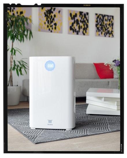 Pořádně se nadechnout čerstvého vzduchu je v přírodě samozřejmostí, ale v bytě nebo kanceláři už méně. Čistička Tesla Smart Air Purifier Pro M vám naštěstí čerstvý vzduch vytvoří kdekoliv. Díky ionizátoru, který vyrábí zdravé anionty, bude ve vaší kanceláři nebo v ložnici stejně zdravý vzduch jako venku, když skončí bouřka. Tesla Smart, více na www.teslasmart.com