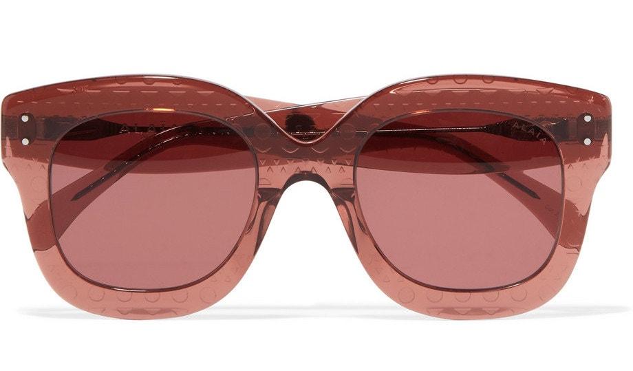 Růžové ovesized sluneční brýle, Alaïa, prodává Net-a-porter, 327 €