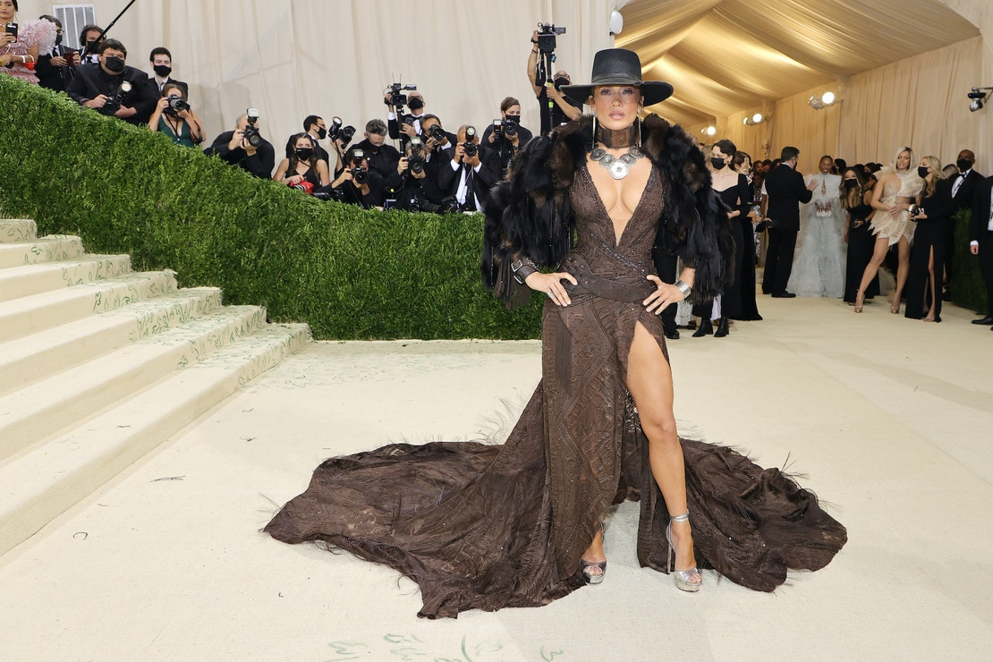 Jennifer Lopez v šatech Ralph Lauren