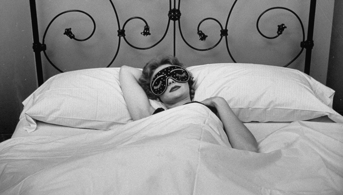Nemůžete kvůli vedru spát? Tyto triky vám pomůžou