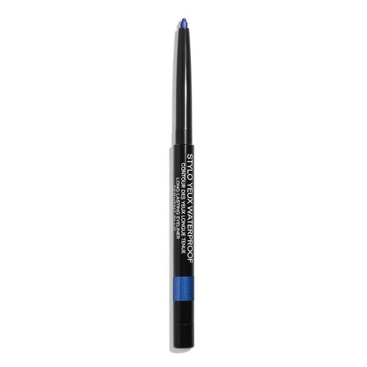 Voděodolná tužka na oči Stylu Yeux Waterproof v odstínu Fervente Blue, CHANEL, prodává Douglas, 799 Kč