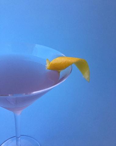 Vogue v kuchyni #17: Koktejl Aviation à la Balmain