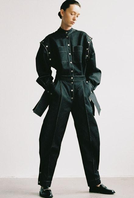 Antonie má na sobě overal Michael Kovacik, polobotky Jenny Fairy, prodává CCC, 899 Kč.
