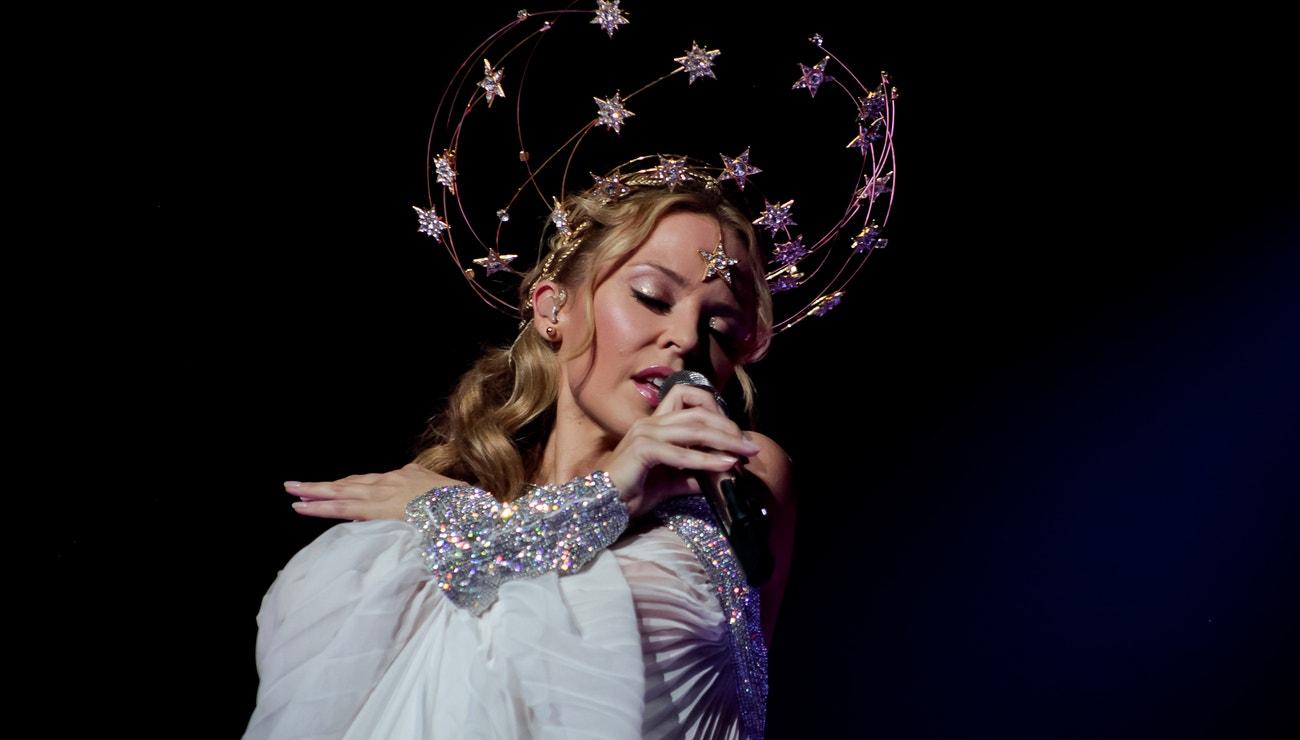 Kostýmy na stage v podání Kylie Minogue