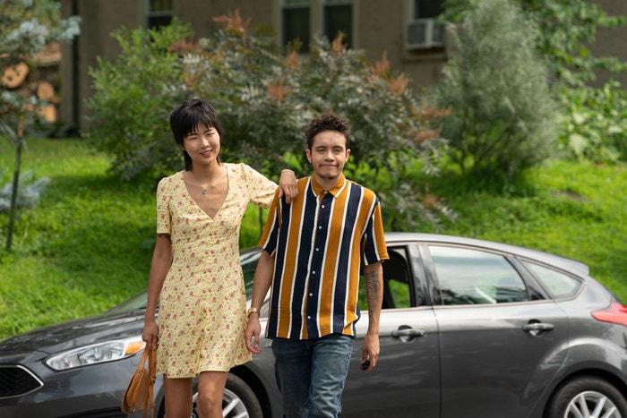Tales of the City: Příběhy Armisteada Maupina odehrávající se v San Franciscu se staly kultovní klasikou, už když byly v roce 1993 uvedeny poprvé a poskytly neobvyklý prostor pro LGBTQ postavy v běžném televizním vysílání. Citlivý reboot Lauren Morelli po dvou desetiletích znovu přivádí původně obsazené Lauru Linney a Olympii Dukakis a v roli výkonného producenta také Armisteada Maupina. Jsou tu i nové role (včetně Ellen Page jako adoptované dcery Shawny), ale především to je nostalgie pro fanoušky první série. (právě běží) Autor: Netflix