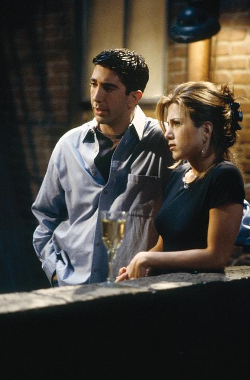 Jennifer Aniston a David Schwimmer v seriálu Přátelé v roce 1995