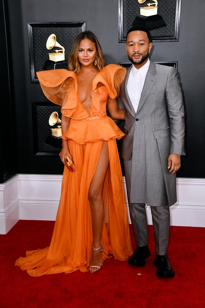 Chrissy Teigen v YANINA Couture a John Legend  Autor: Frazer Harrison/Getty Images for The Recording Academy