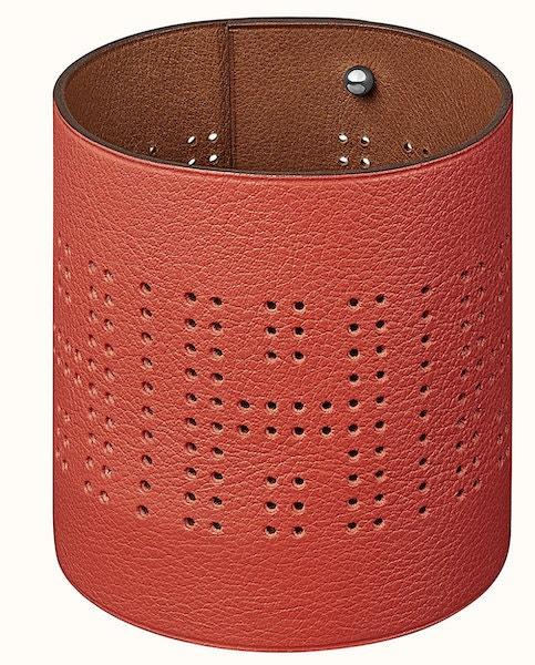 Svícen Tibilight H'Dot z červené kůže, Hermès, Hermes.com, 14 800 Kč