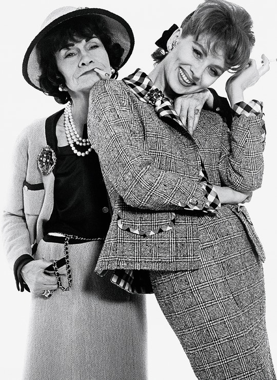 Gabrielle Chanel a Suzy Parker na fotce Richarda Avedona z ledna 1959