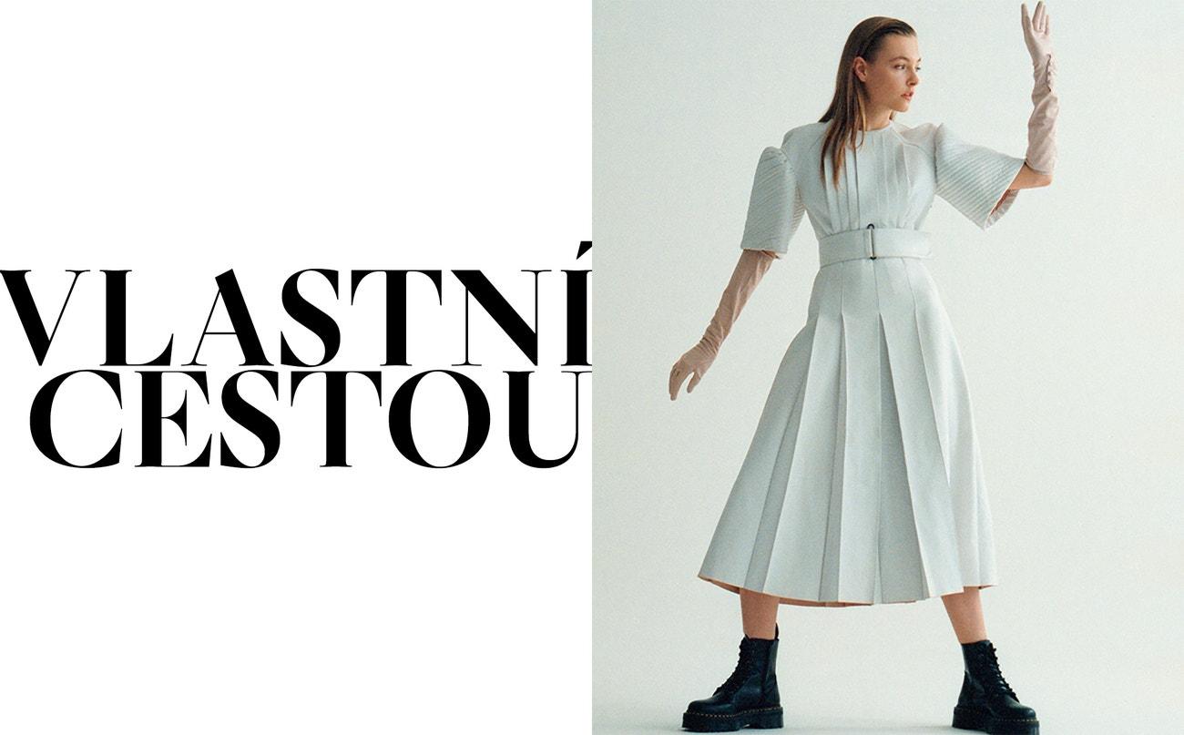 Vpravo: šaty a rukavice, obojí Fendi; boty Jadon Platform, Dr. Martens, prodává Vemzu.