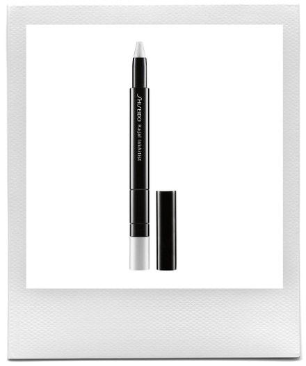Multifunkční tužka na oči Kajal InkArtist v odstínu Kabuki White, Shiseido, prodává Douglas, 790 Kč
