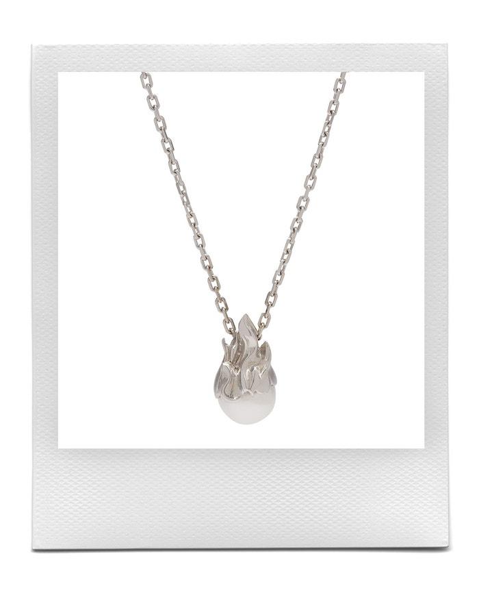 Náhrdelník s perlou, Alan Crocetti, prodává Matchesfashion, € 523 Autor: Matchesfashion
