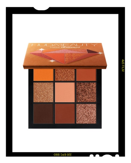 Paletka očních stínů v odstínu Topaz, Huda Beauty, prodává Sephora, 850 Kč