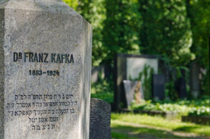 Franz Kafka je pohřben na Novém židovském hřbitově na Olšanech.