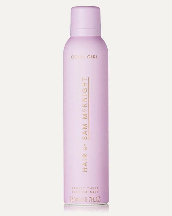 Texturizační suchý sprej Cool Girl Barely There Texture Mist, HAIR BY SAM MCKNIGHT, prodává Net-a-porter, 29 €