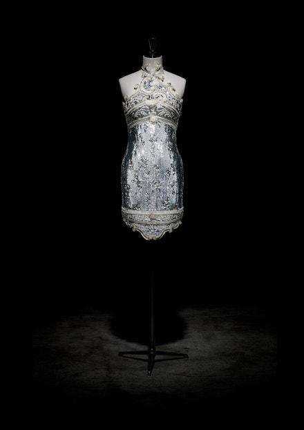 Vyšívané šaty z haute couture kolekce Autumn Splendours podzim - zima 1991
