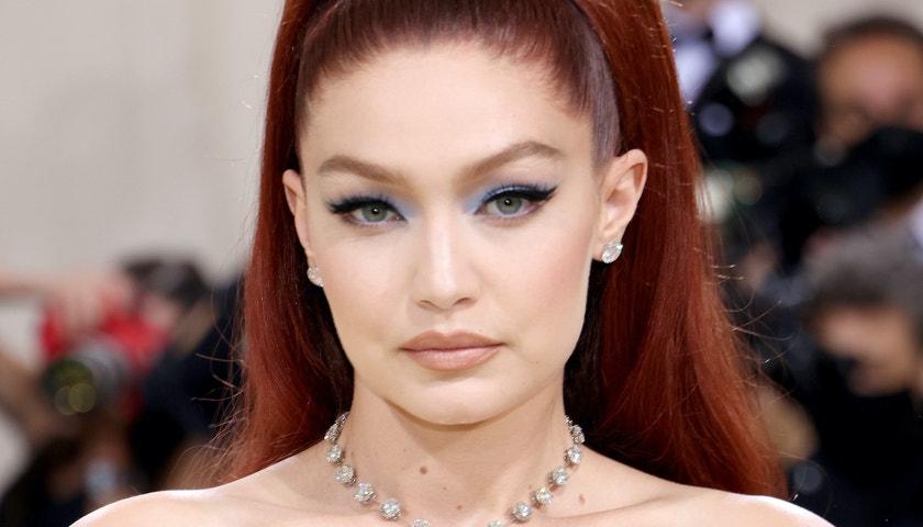 Třpyt a perly jako zásadní beauty trend na Met Gala 2021