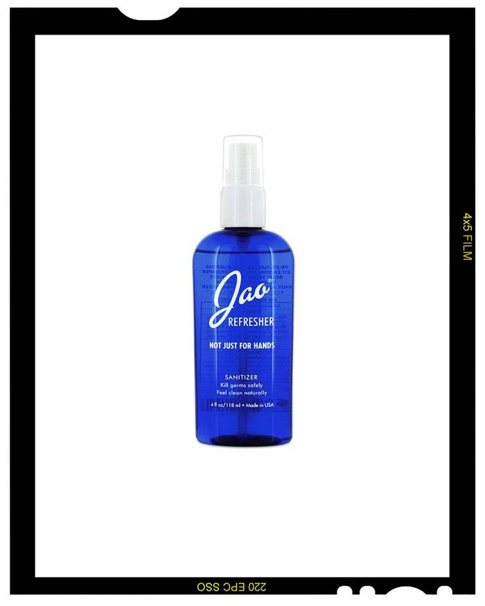 Antibakteriální sprej na ruce Refresher, JAO BRAND, prodává Niche Beauty, 20 € za 118 ml