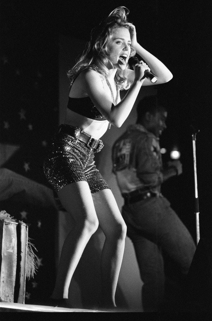 Kylie Minogue na koncertě v klubu Ritzy v Birminghamu. Jeden z jejích prvních větších koncertů v roce 1989. Autor: Getty Images