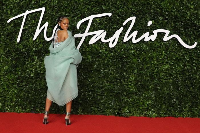 Rihanna v šatech Fenty