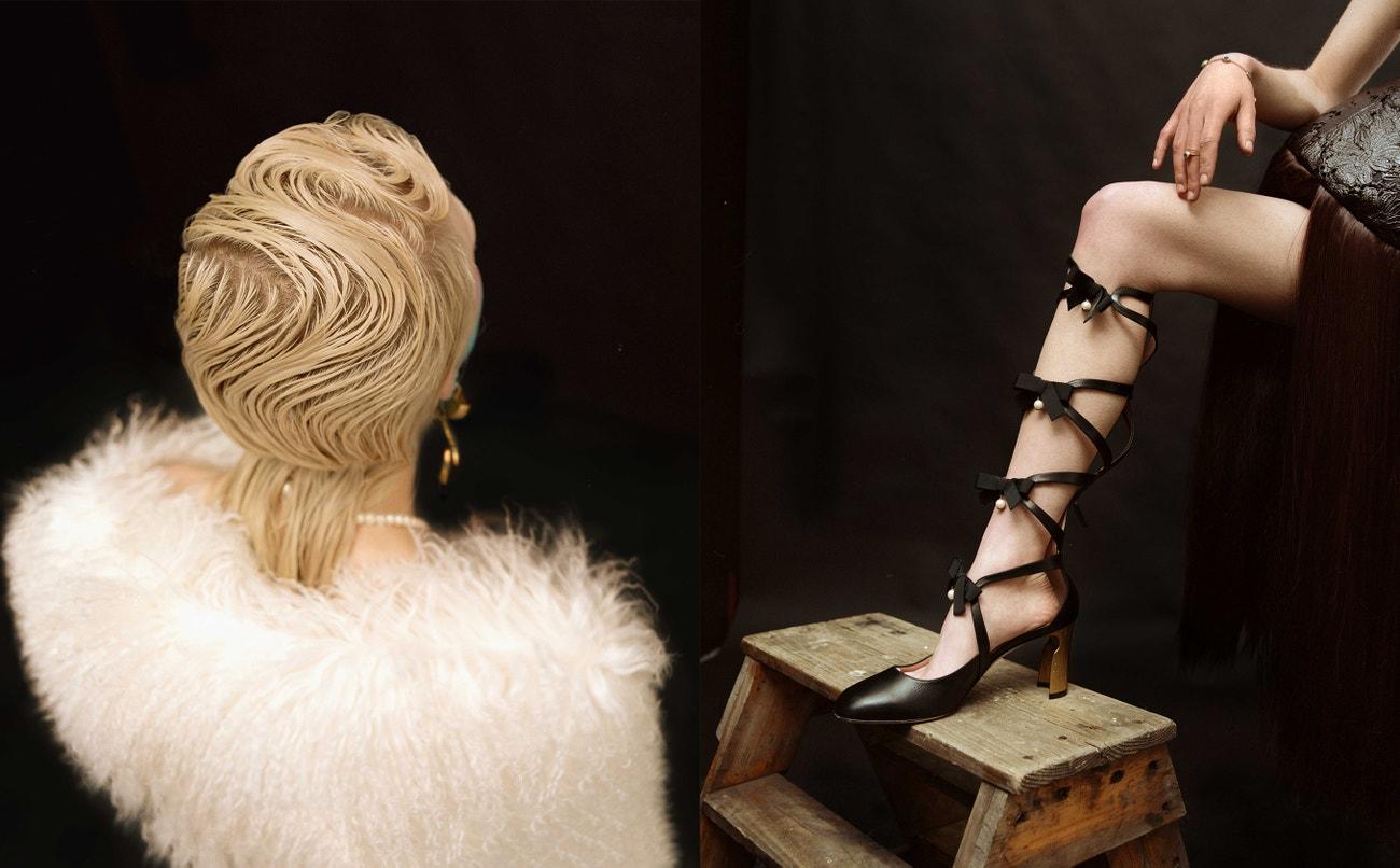 Vlevo: kožíšek, Barbra Kolasinski; náušnice, Claire Barrow. Vpravo: šaty, Factio.n; boty, Gucci; prsten, Grainne Morton.