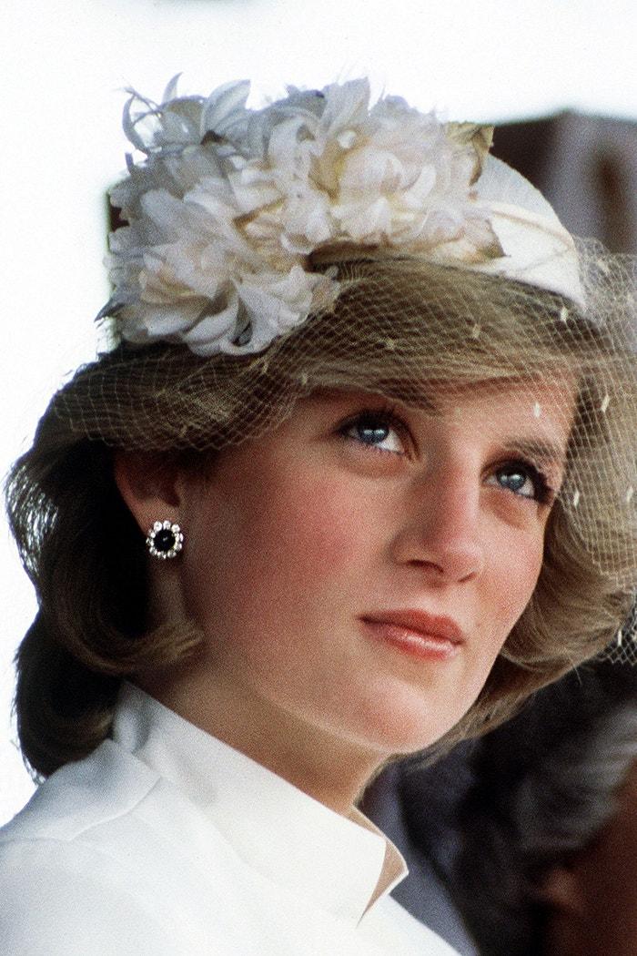 Náušnice se safíry a diamanty  Autor: Princess Diana Archive/ Stringer