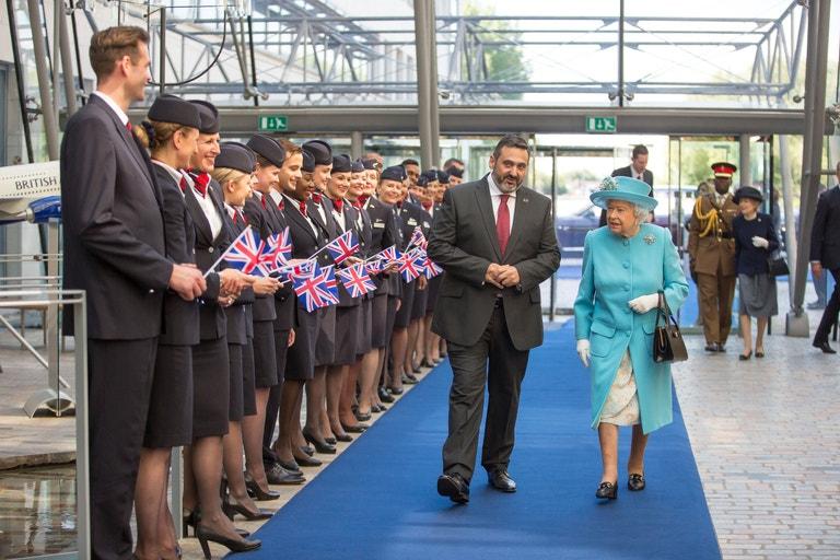 K oslavám stoletého výročí se přidala i královna Alžběta. V sídle aerolinek ve Waterside ji uvítali pracovníci v historických uniformách, které se nosily v průběhu celé existence letecké společnosti, a panovnice rovněž navštívila muzeum British Airways – Speedbird Centre, kde jí byly představeny artefakty a upomínkové předměty související s řadou jejích cest, jež s aerolinkami za dobu své vlády absolvovala.
