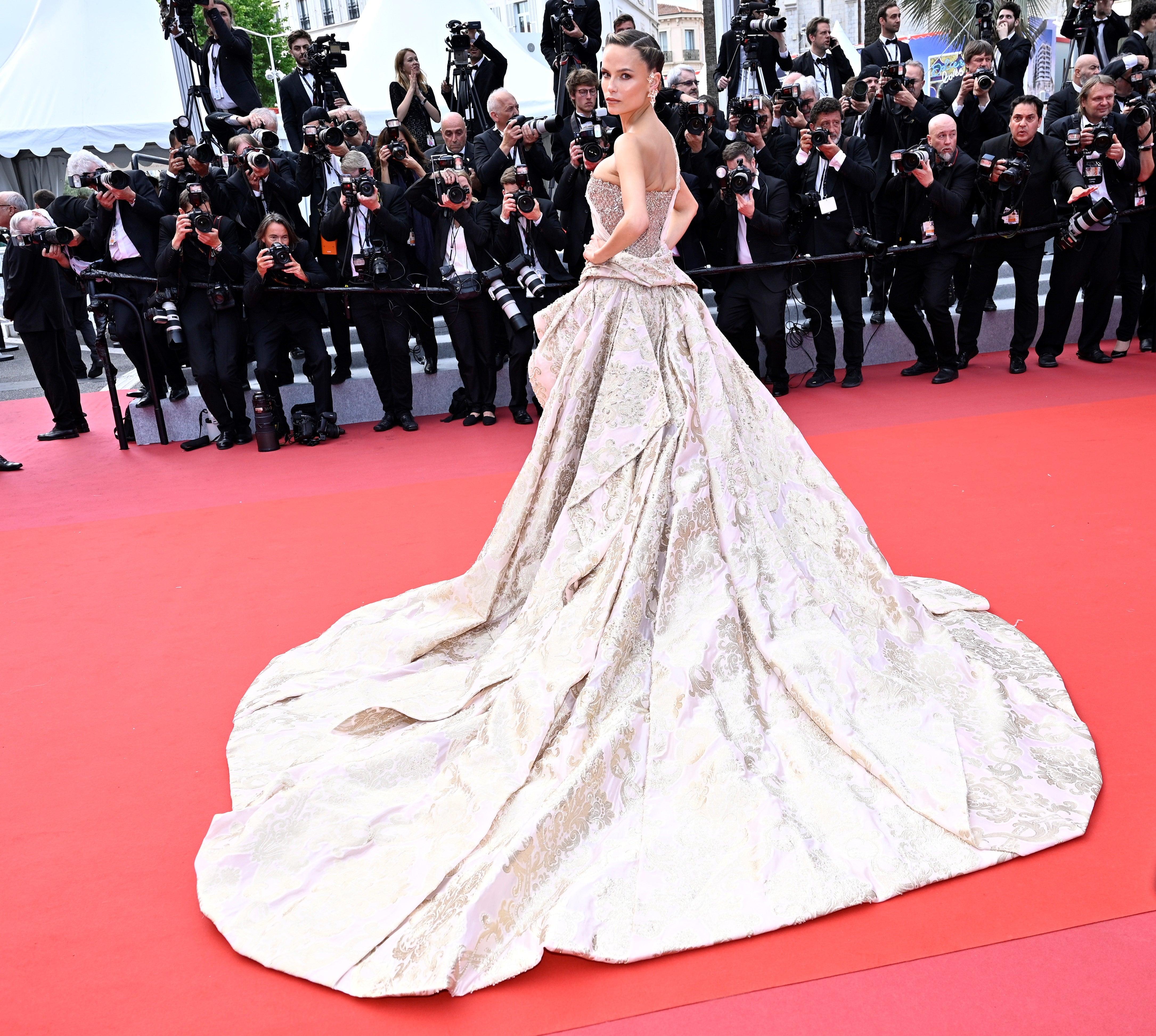 Josephine Skriver v šatech Versace Autor: Getty Images