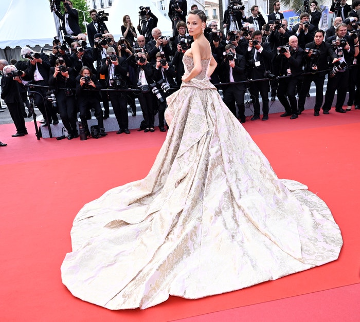 Josephine Skriver v šatech Versace