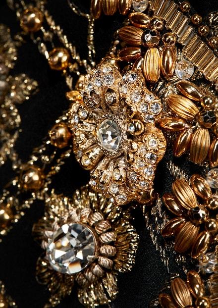 Detail šatů z haute couture kolekce Indian Passion podzim - zima 1996