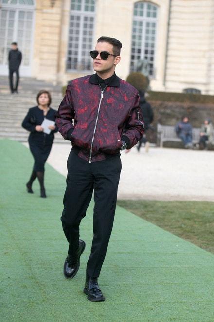 Rami Malek na přehlídce Dior Couture v Musee Rodin, leden 2017