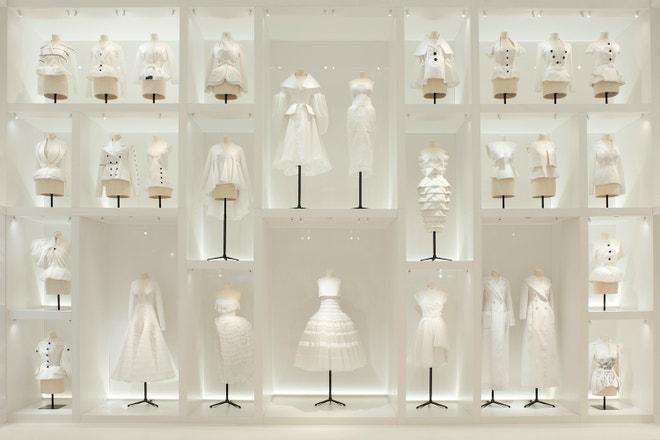 Výstava Christian Dior, couturier du rêve v pařížském Musée des Arts Décoratifs