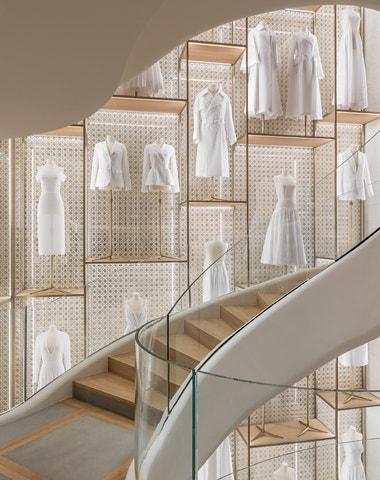 Nahlédněte do nového butiku Dior na Champs-Élysées