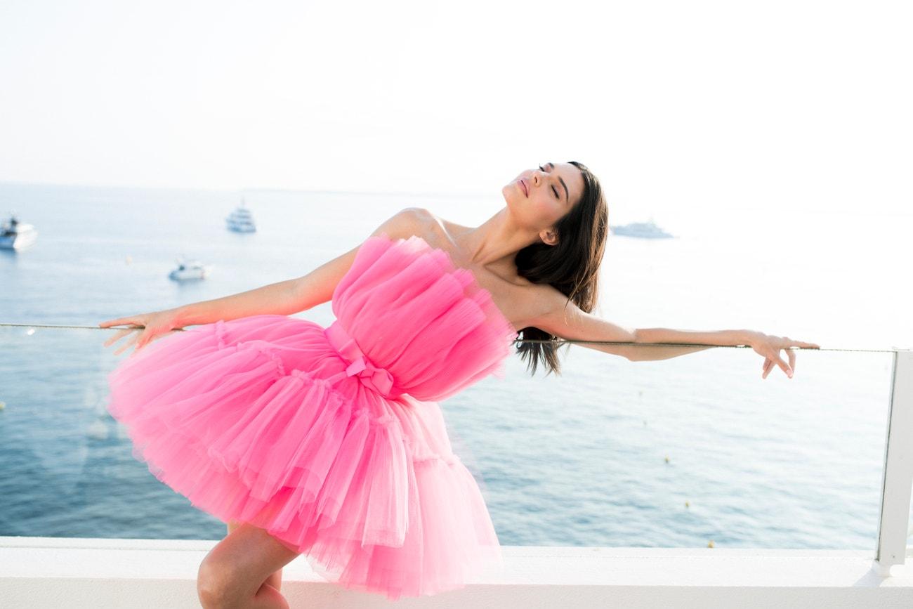 Kendall Jenner na amfAR Cannes Gala 2019 v šatech Giambattista Valli x H&M, 2016