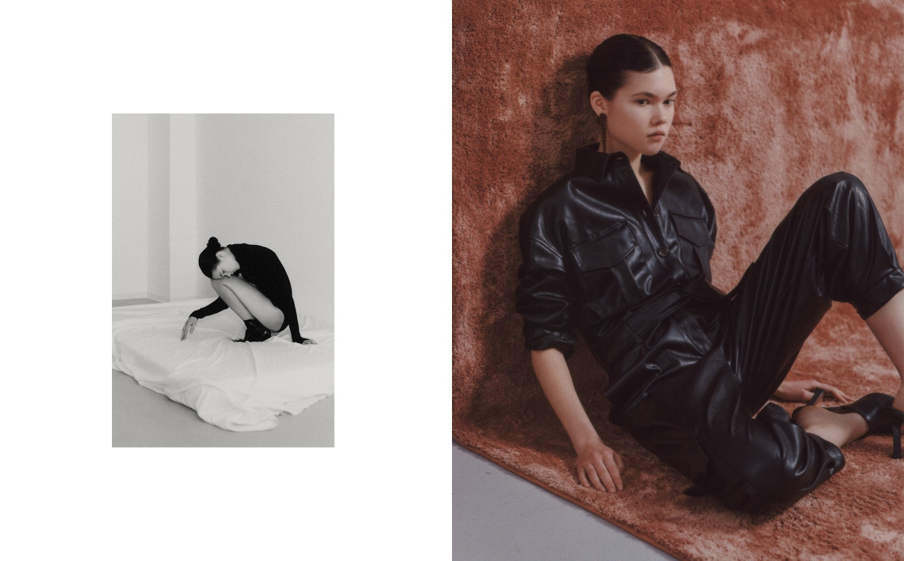 Vlevo: Body, Wolford; boty, Balenciaga.  Vpravo: overal, Nanushka, boty, Prada, náušnice, Simone Rocha.