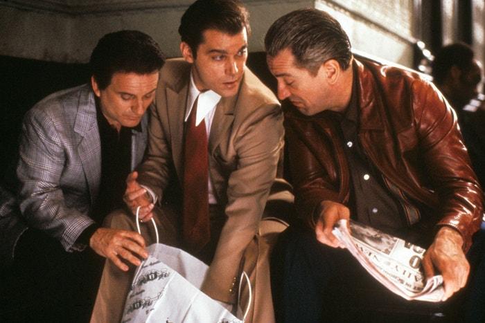 Joe Pesci jako Tommy DeVito, Ray Liotta jako Henry Hill a Robert De Niro jako James Jimmy Conway