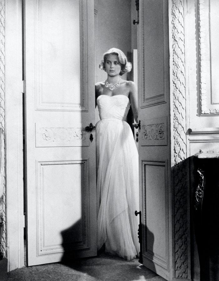 Grace Kelly a andělsky bílá róba ve filmu Chyťte zloděje, 1955       Autor: Mondadori via Getty Images